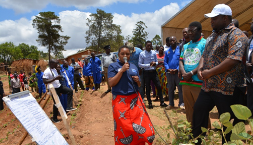 FFS Master Trainer, Brenda Kabaghe, presenting at FAO stand during the tour of exhibitions by the Guest of Honour, Minister of Agriculture, Irrigation and Water Development, Hon. Kondwani Nankhumwa.